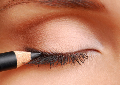 Tracey Evelyn Personal Shopper Eye liner